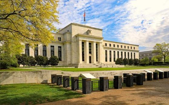 """现货黄金跌创一个月新低,警惕美联储""""鹰翼""""突然发力"""